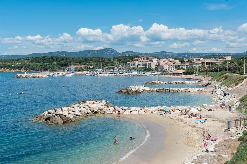VILLA T4 Bas de villa clim sans piscine SIX FOURS LES PLAGES