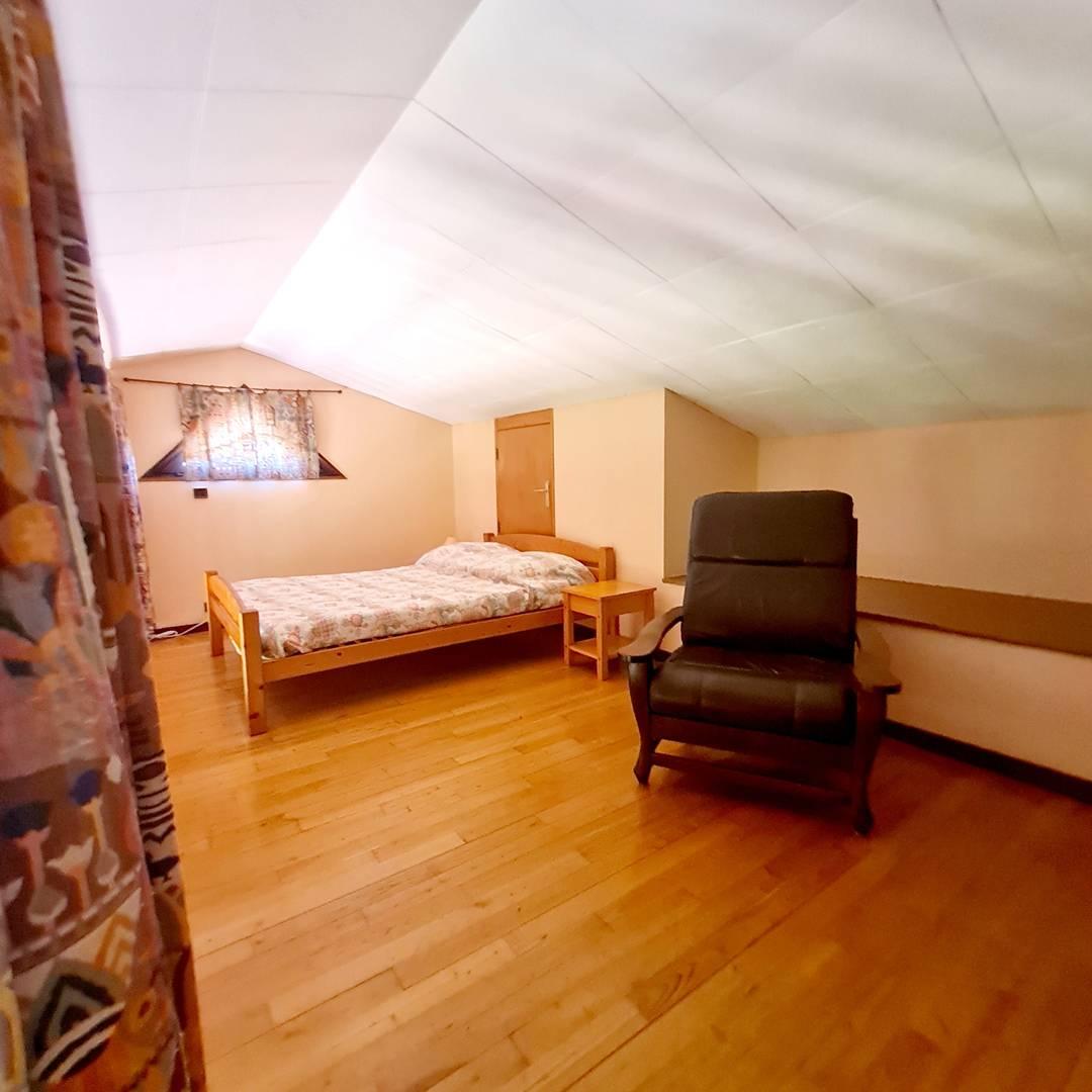 St Hubert T2 + mezzanine -clim- sans piscine SIX FOURS LES PLAGES