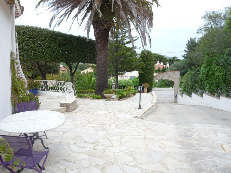 HAUT DE VILLA T3 Haut de villa avec piscine semi privative LE BRUSC