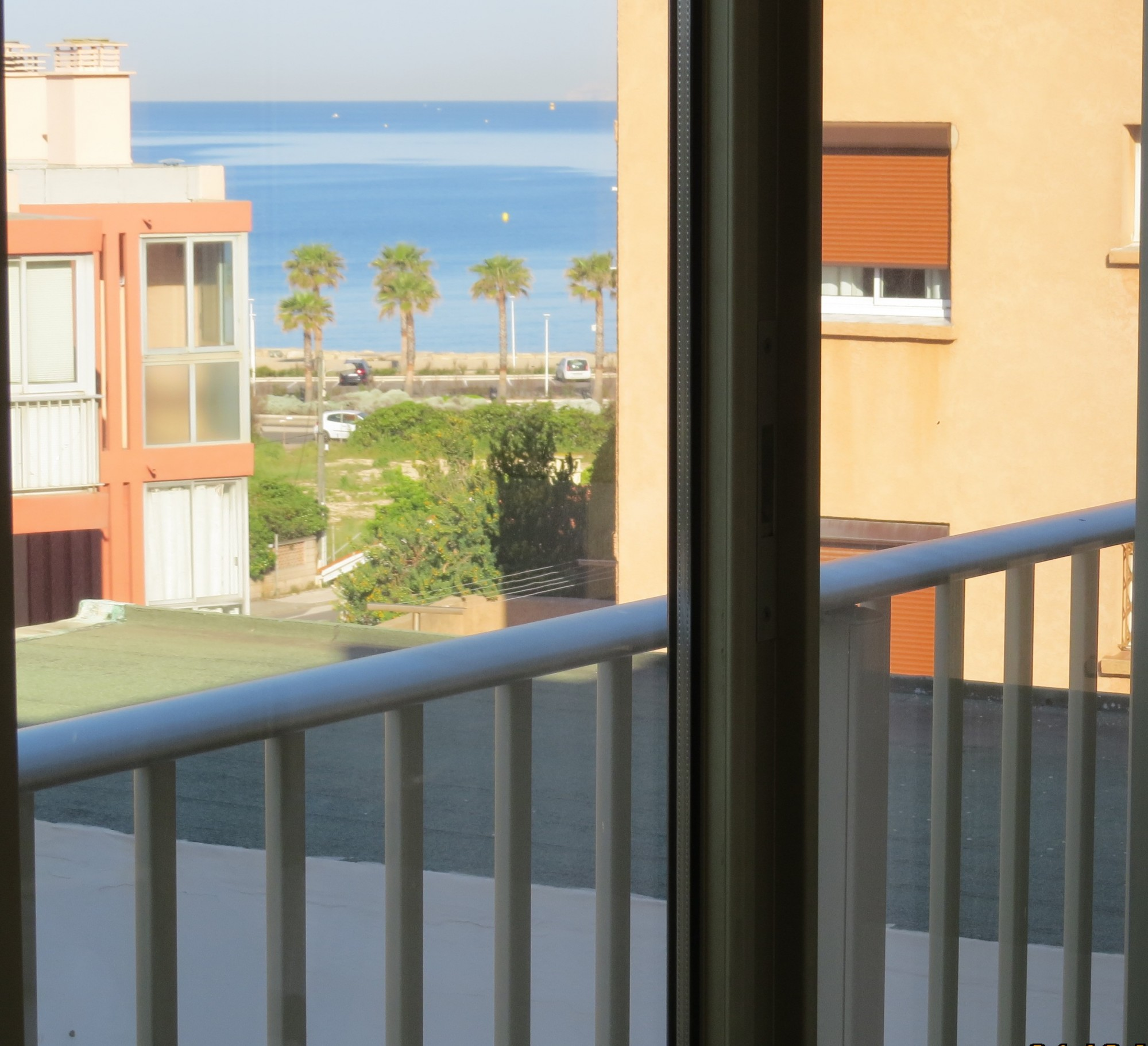 Loggia avec petite vue mer