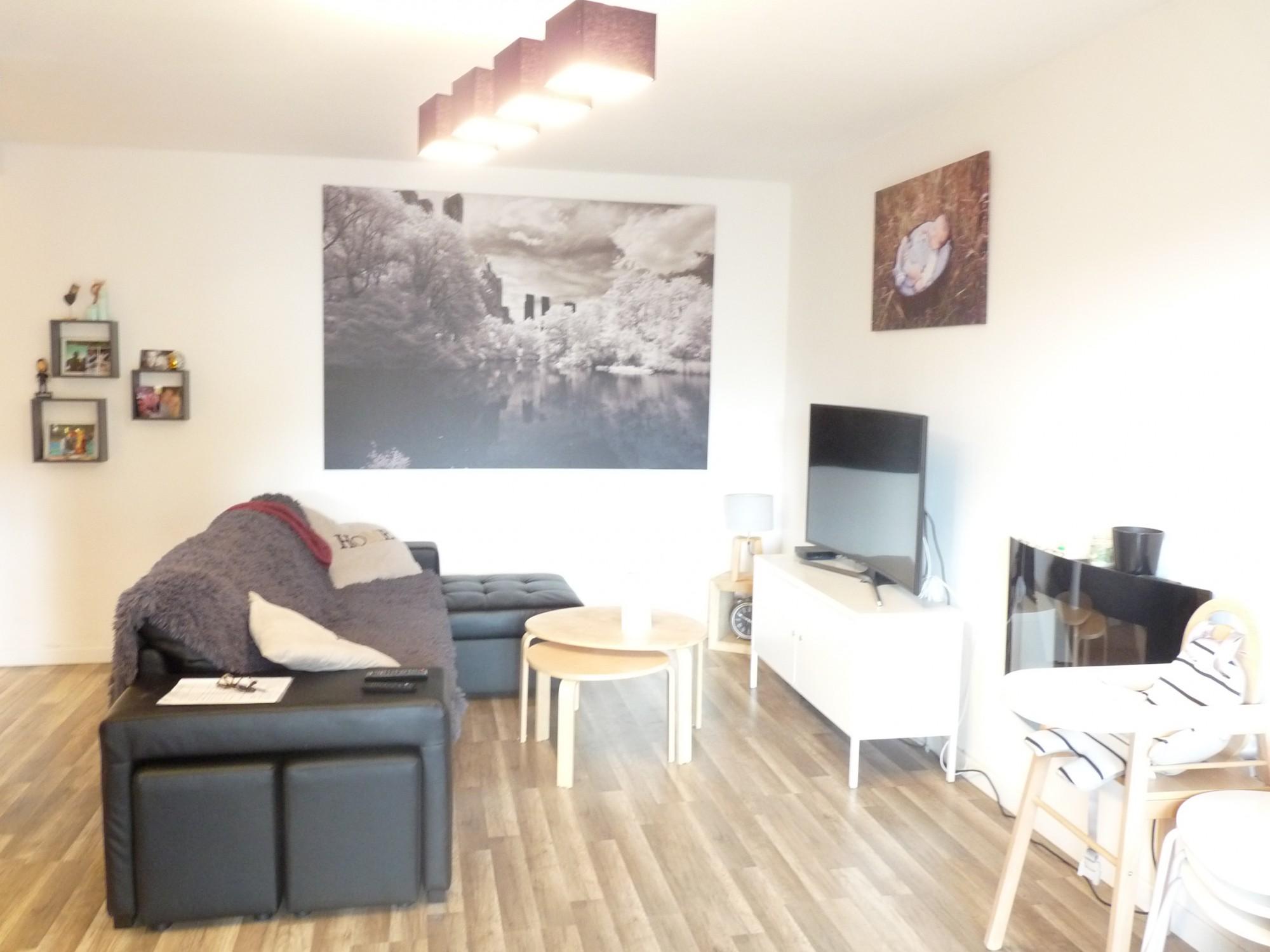 Location Appartement Moderne De 55 M2 Proche Commerces T2 SIX FOURS LES  PLAGES Centre Ville Climatisé Avec WIFI