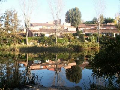 Location SAISONNIERE T3 SIX FOURS COUDOULIERE VILLA CLUB AVEC PISCINE PROCHE MER
