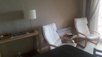salon / pièce principale confortable
