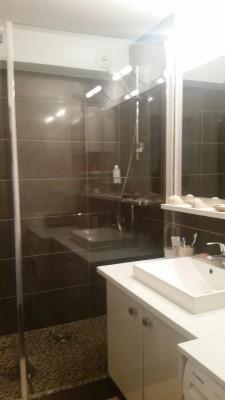 salle d'eau avec douche italienne