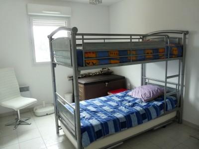 chambre 2 lits superposés (en 90)   1 lit simple (en 90)